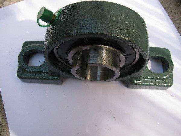 bolt center-to-center width: Browning 36T2000D2 Pillow Block Take-Up Frames